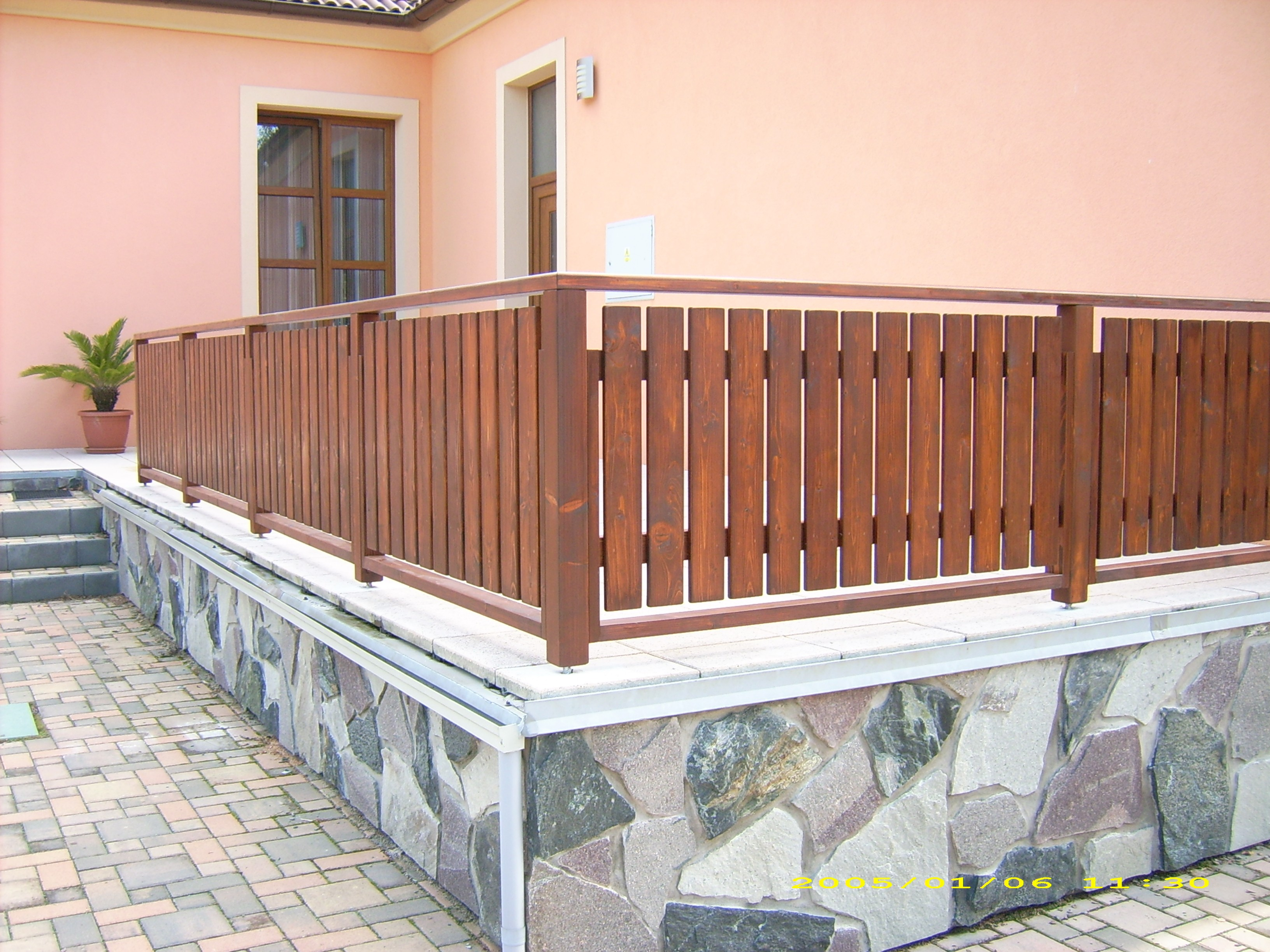 Dřevěné zábradlí na balkón a terasu