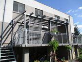 | Nové typy zastřešení terasy - pergola ke zdi domu
