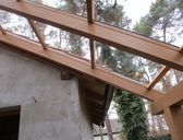Používáme kvalitní KVH hranoly bez prasklin, krytina plný polykarbonát (jako sklo) | Pergoly ke zdi domu - zastřešení terasy